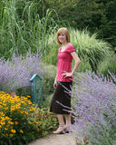 Caminata en el jardín de la mariposa Imágenes de archivo libres de regalías