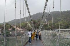caminata en el puente Imagen de archivo
