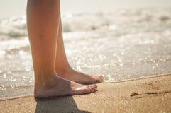 Caminata en la playa Fotografía de archivo libre de regalías