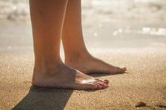 Caminata en la playa Fotos de archivo libres de regalías