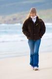 Caminata en la playa Imagenes de archivo