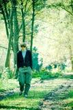 Caminata en las maderas imagenes de archivo