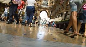 Caminata en Milano Imágenes de archivo libres de regalías