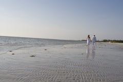 Caminata romántica imagen de archivo