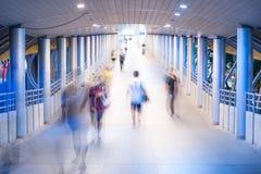 Camine en la luz Foto de archivo