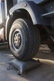 Caminhão alto da roda com um airbag Imagem de Stock