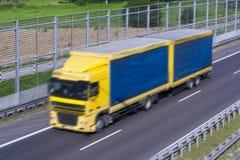 Caminhão azul amarelo Foto de Stock Royalty Free