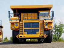 Caminhão basculante amarelo Fotos de Stock Royalty Free