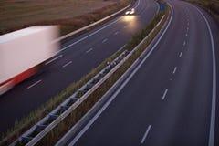 caminhão borrado movimento em uma estrada Imagens de Stock Royalty Free