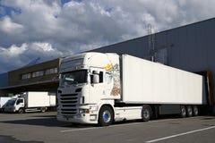 Caminhão branco do reboque de trator noun Fotos de Stock