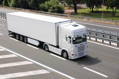 Caminhão branco em branco Imagem de Stock