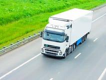 Caminhão branco em branco imagens de stock