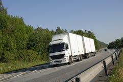 Caminhão branco no movimento Imagem de Stock