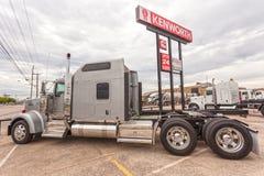 Caminhão clássico do Semitrailer de Kenworth W900 foto de stock royalty free