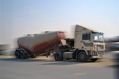 Caminhão com maneira de borrão Imagem de Stock Royalty Free