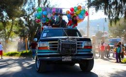 Caminhão com muitos brinquedos e ballons Imagem de Stock