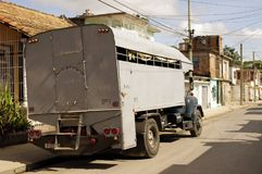 Caminhão convertido aos passageiros do transporte imagem de stock