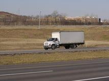 Caminhão da caixa branca imagens de stock