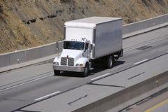Caminhão da caixa na estrada Imagem de Stock Royalty Free