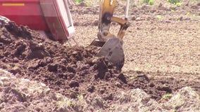 Caminhão da carga da cubeta da máquina escavadora filme