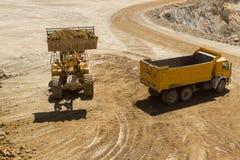 Caminhão da carga da escavadora Fotos de Stock