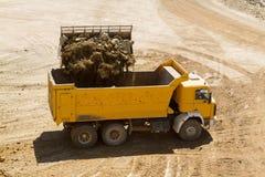 Caminhão da carga da escavadora Imagens de Stock