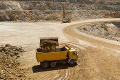 Caminhão da carga da escavadora Imagem de Stock Royalty Free