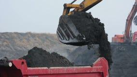 Caminhão da carga da máquina escavadora vídeos de arquivo