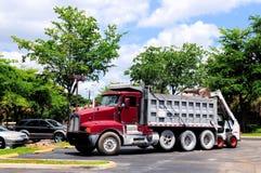caminhão da carga do Pagamento-carregador foto de stock