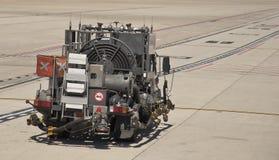 Caminhão de combustível do jato A-1 dos aviões no aeroporto Fotos de Stock
