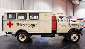 Caminhão de cozinha histórico da cruz vermelha Imagem de Stock
