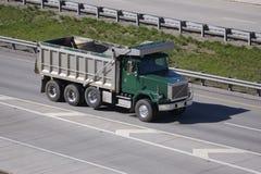Caminhão de descarga Fotografia de Stock Royalty Free