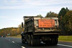 Caminhão de descarga da construção imagem de stock royalty free