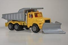 Caminhão de descarga do arado de neve imagens de stock