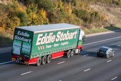 Caminhão de Eddie Stobart na estrada fotos de stock