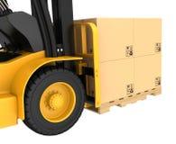 Caminhão de empilhadeira com as caixas de cartão em de madeira Foto de Stock Royalty Free