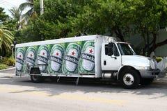 Caminhão de entrega da cerveja de Heineken Fotografia de Stock Royalty Free