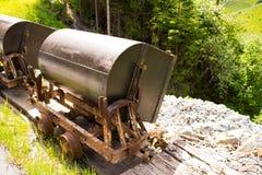Caminhão de mineração velho na parte dianteira Fotografia de Stock Royalty Free
