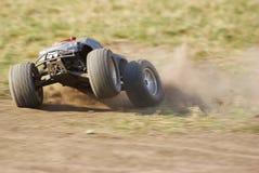 Caminhão de monstro na ação no terreno Imagem de Stock
