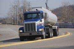 Caminhão de petroleiro Imagens de Stock Royalty Free