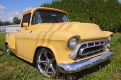 Caminhão de recolhimento clássico dos anos 50 Imagens de Stock