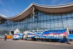 Caminhão de TVN com vídeo e estúdio da tevê em CeBIT Imagens de Stock Royalty Free