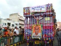 Caminhão decorado que conduz na rua Foto de Stock Royalty Free