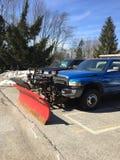 Caminhão do arado que toma uma ruptura após um inverno longo Imagens de Stock