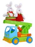 Caminhão do carro do brinquedo com coelhos de easter Fotos de Stock