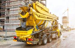 Caminhão do misturador concreto foto de stock royalty free