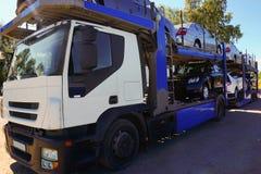 Caminhão do transporte do carro Fotografia de Stock Royalty Free