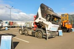 Caminhão do tronco com cilindros de gás imagens de stock royalty free