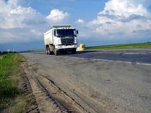 Caminhão e carros Foto de Stock Royalty Free