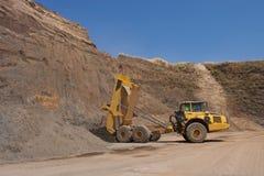 Caminhão e escavadora fotografia de stock royalty free